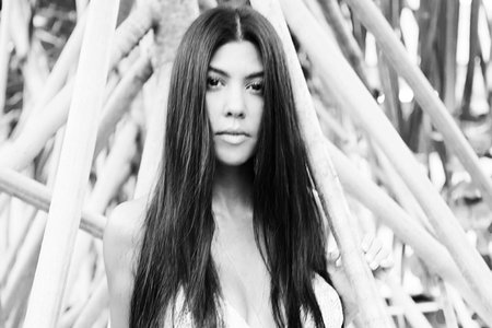 jet-set-kourtney-kardashian